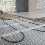Vékony rétegrendű padlófűtés kialakítása csemperagasztóba ágyazva